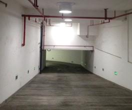 Eclairage naturel du parking grâce au tunnel de lumière