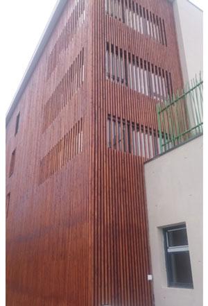 Habillage en clain bois d'une partie des façades