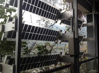 Végétation et production solaire dans les coursives