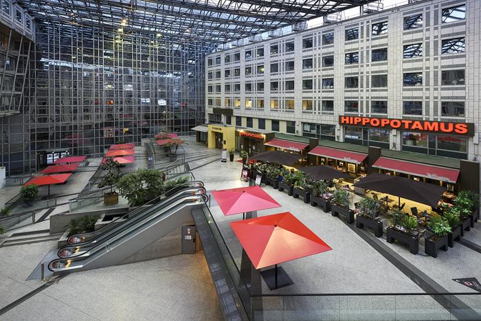 Ensemble immobilier mixte de bureaux et commerces à Paris