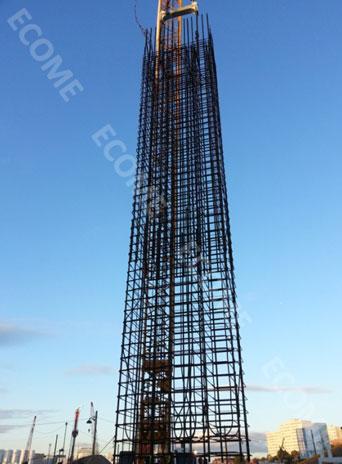 Cage d'armature de la paroi moulée équipée de tubes géothermiques