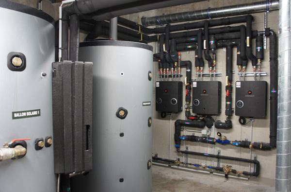 systèmes solaires avec stockage d'énergie en eau technique et production d'ECS instantanée COMFORT E PLUS