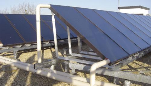 Capteurs solaires thermiques sur l'hôtel Ibis de Villefranche-sur-Saône